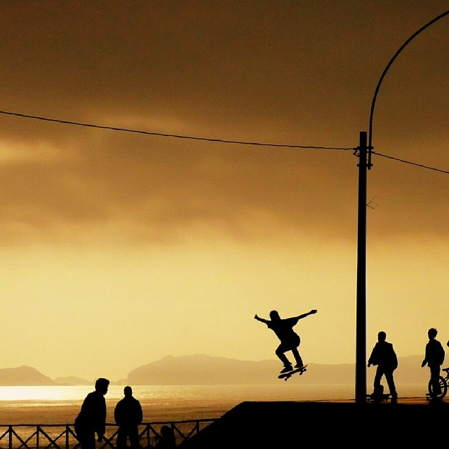 Kids skateboarding in Lima