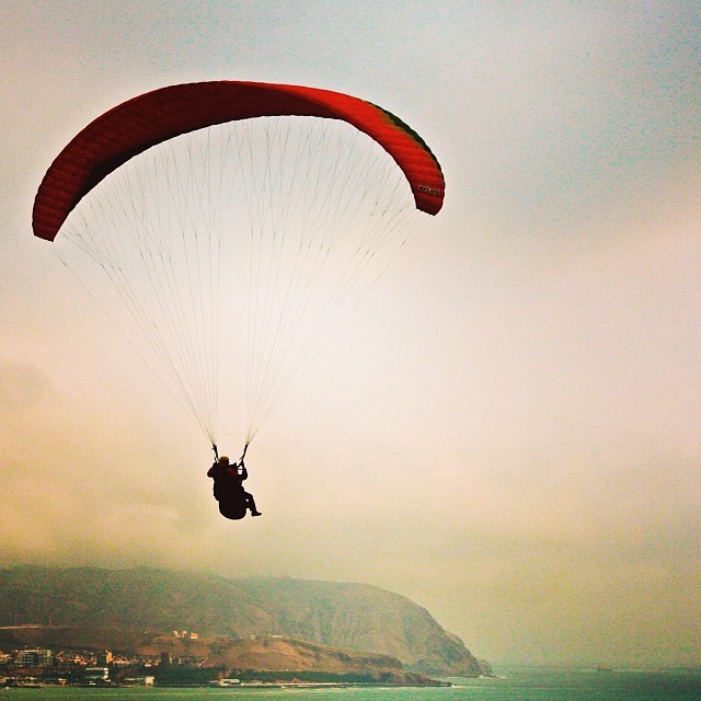 Parasailing over ocean in Lima