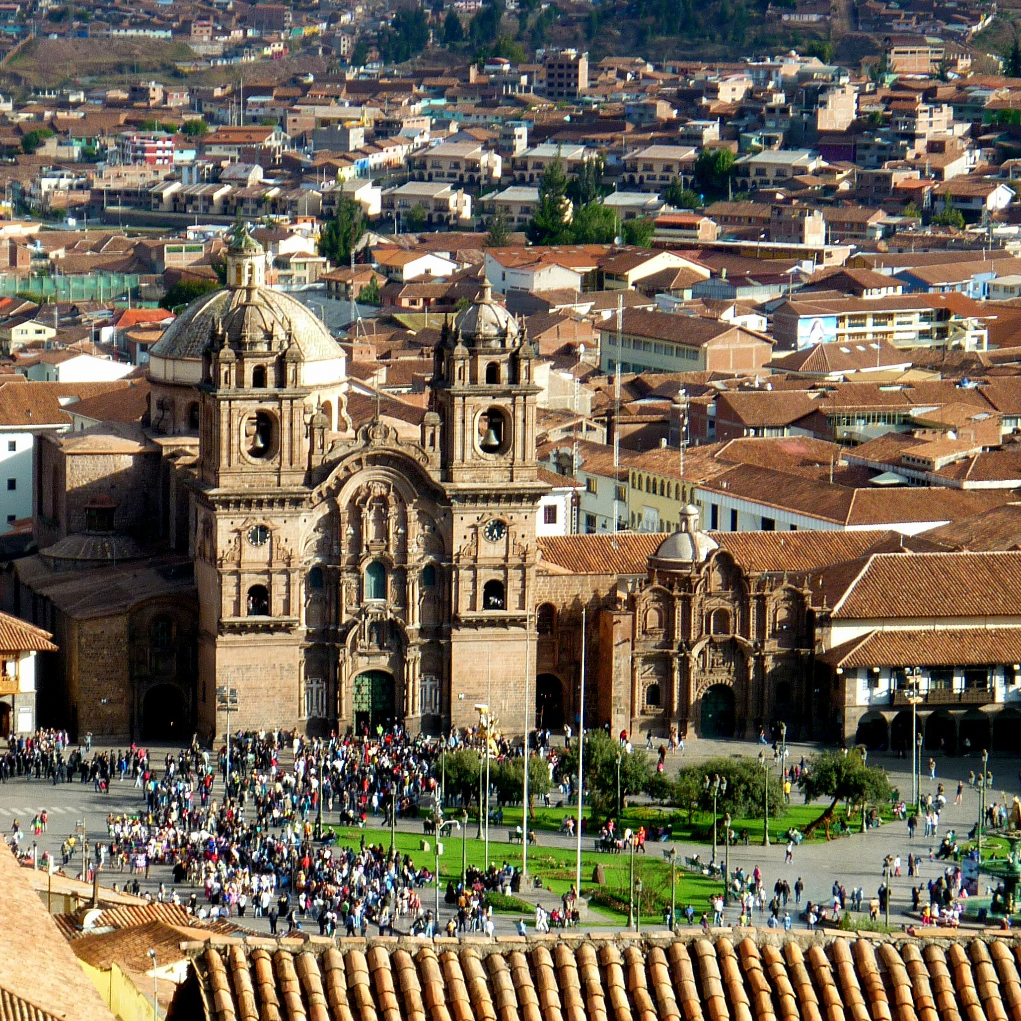 Plaza with lots of people in Cusco