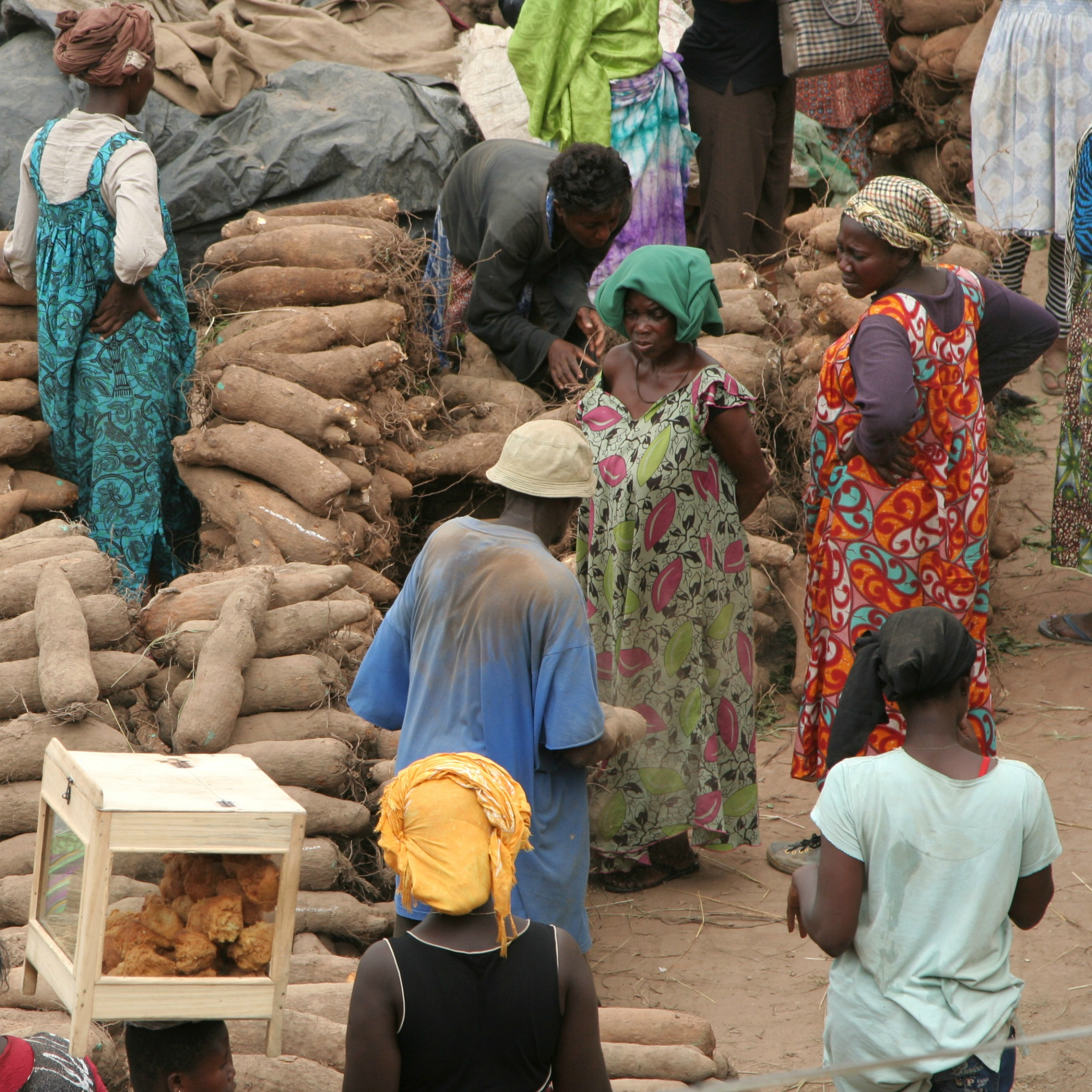 women at the market in kumasi