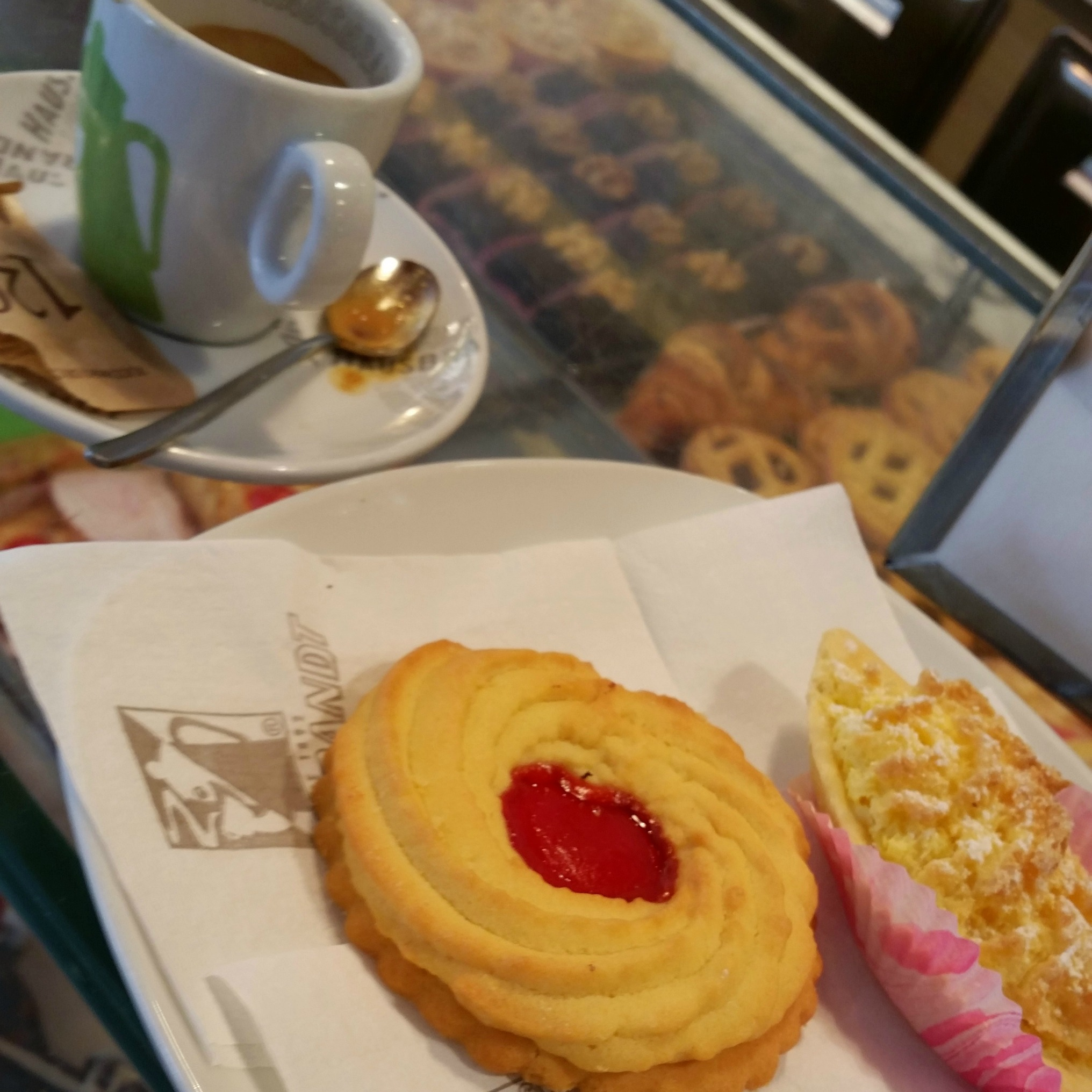 coffee and biscuit in venice