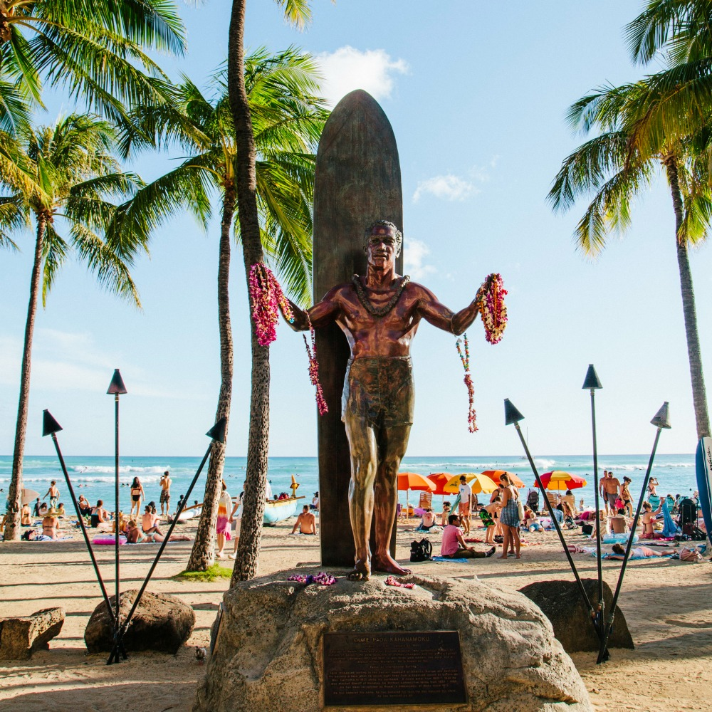 surf statue in Honolulu