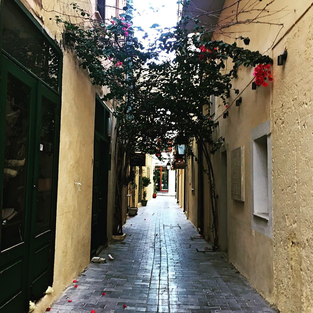narrow alley in Rethymnon