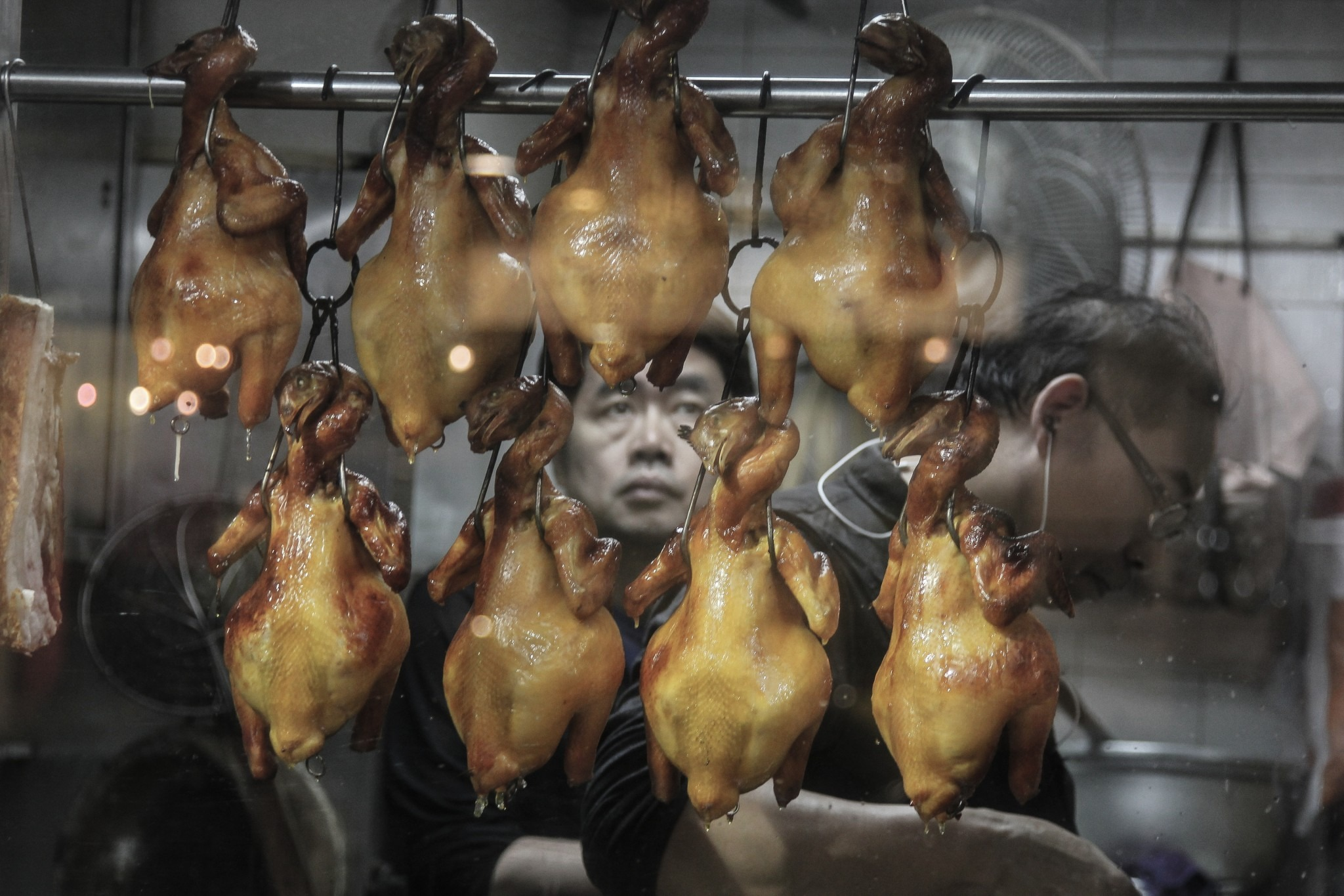 chickens on display in a Hong Kong restaurant window