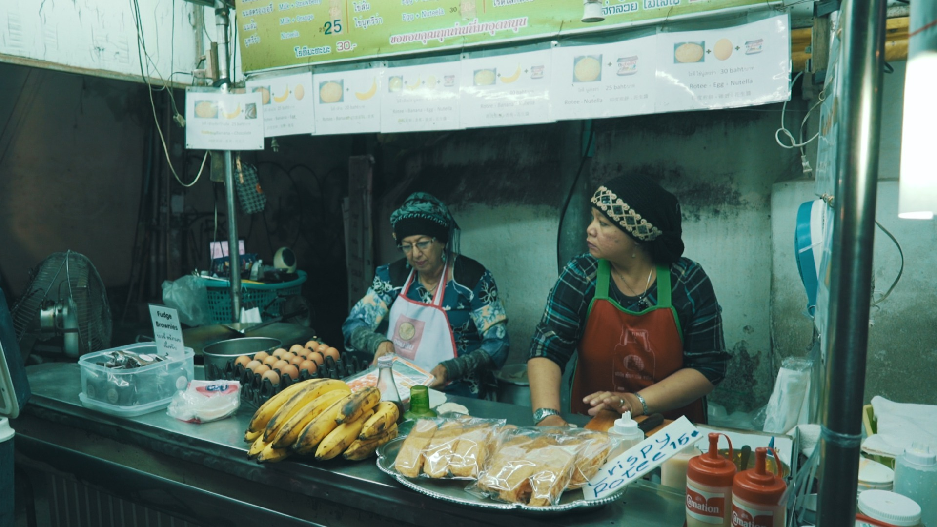 two women selling roti in Chiang Mai