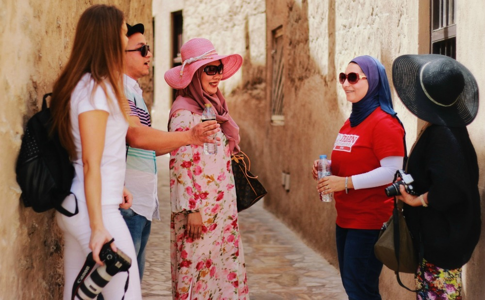 tour guide with travellers in Dubai