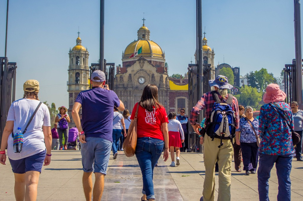 travellers with a guide in Mexico City