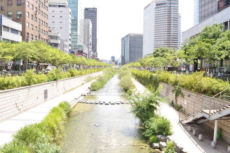 river running through the downtown core of Seoul