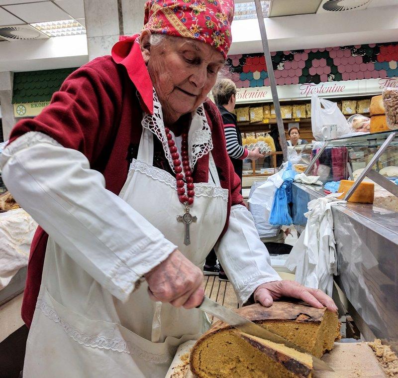 woman slicing cornbread