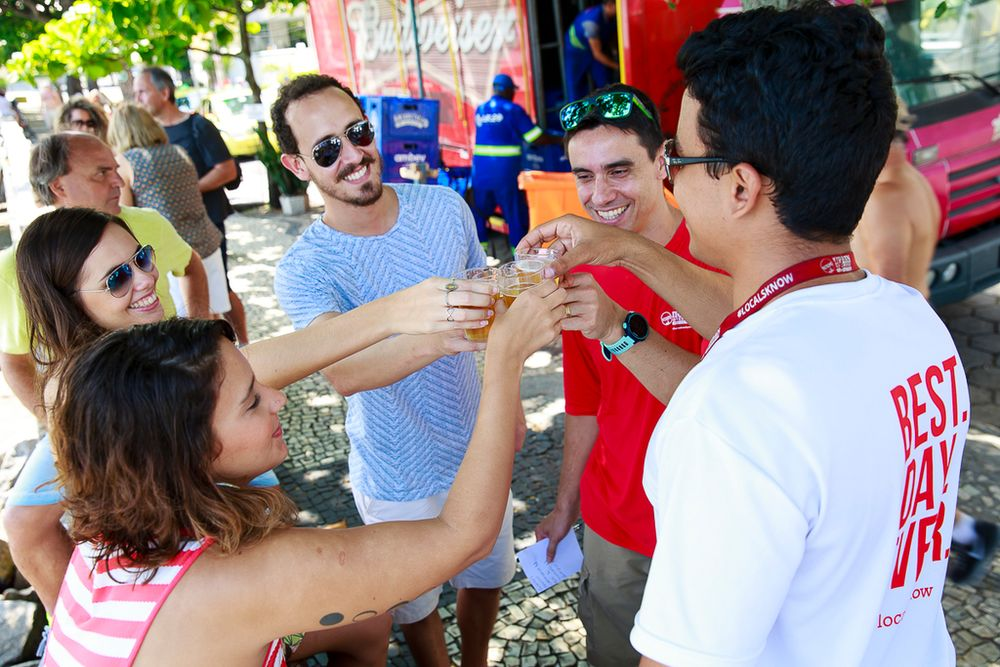 travellers cheersing with beers in Rio